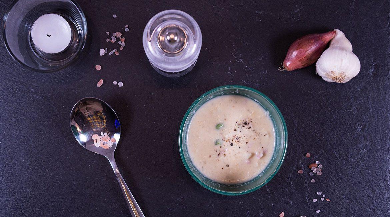 Emmentaler-Risotto auf Blumenkohlbasis mit Kochschinken und jungen Erbsen